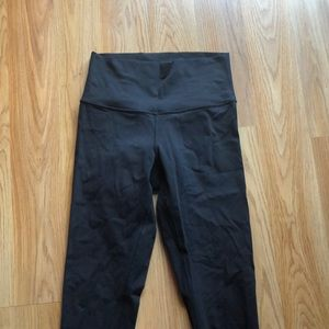 Size 4 lululemon wunder under high rise black